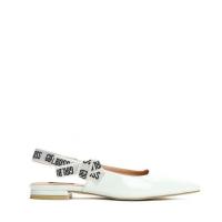 Dámské bílé sandály Madelaine 9182 5180adc9b8