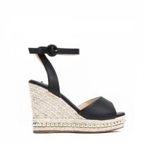 Dámské černé sandály na klínku Carlita 2084