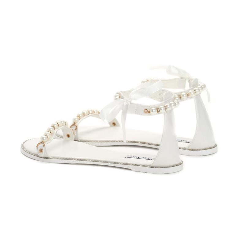 9ae5744cb754 Dámské bílé sandály Mellinda 6110 - Svět shopaholiků.cz
