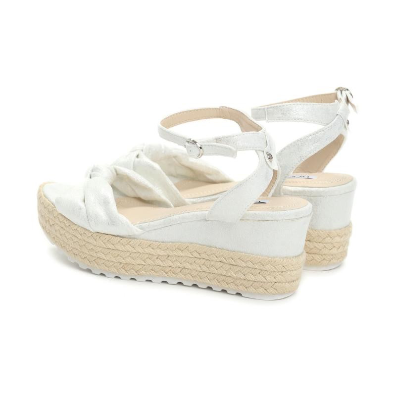 fc19e8ba18f8 Dámské bílé sandály na klínku Renesmé 6092 - Svět shopaholiků.cz